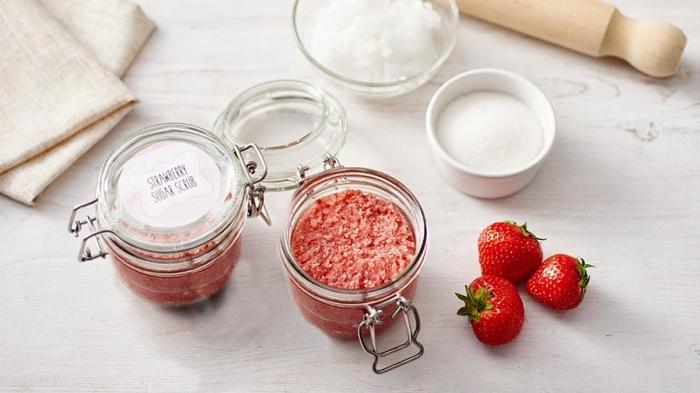 strawberry-and-sugar-body-scrub